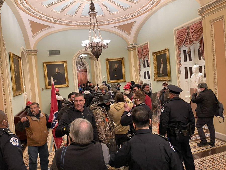 Уапсени 68 лица за вчерашиот упад на Капитол