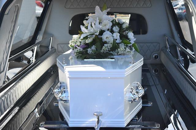 Ќерка забележала дека мајка ѝ е жива секунди пред кремирање