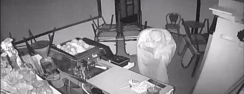Крадец со бел чаршав преку глава ограбил локал во тетовски, полицијата го фати