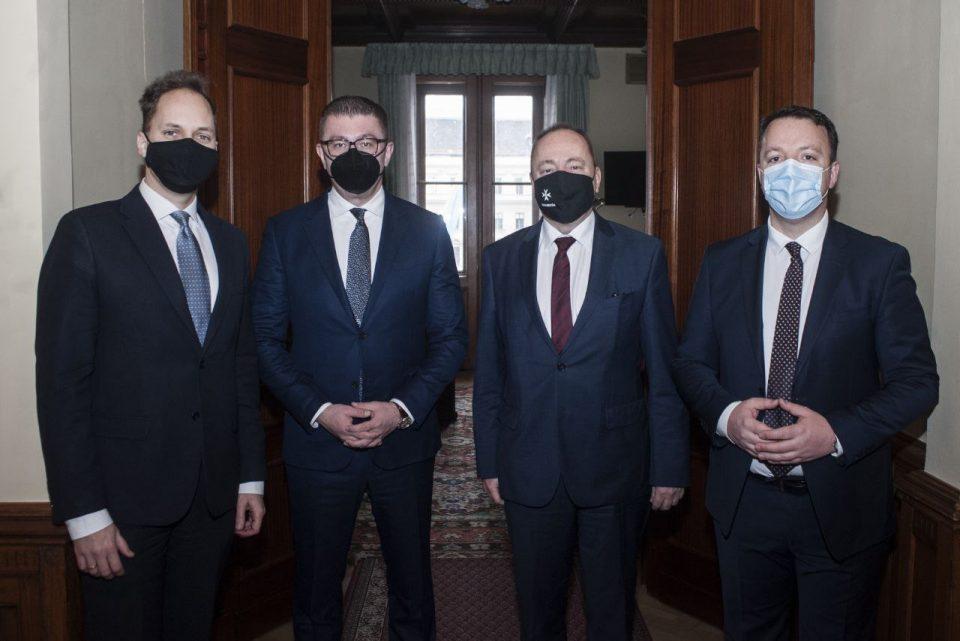 Мицкоски и Николоски на средби во Унгарија: Високото ниво на корупција главна пречка на патот на Македонија кон ЕУ