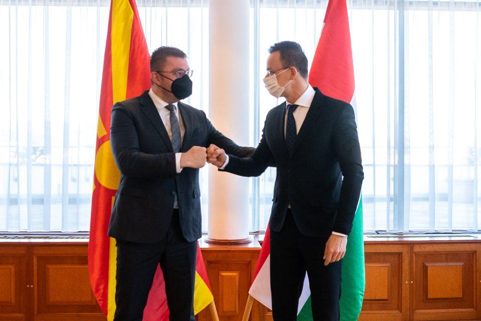 Сијарто информира за средбата со делегацијата на ВМРО-ДПМНЕ предводена од Мицкоски