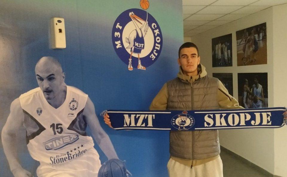 Синот на Пеце Наумоски потпиша за МЗТ Скопје