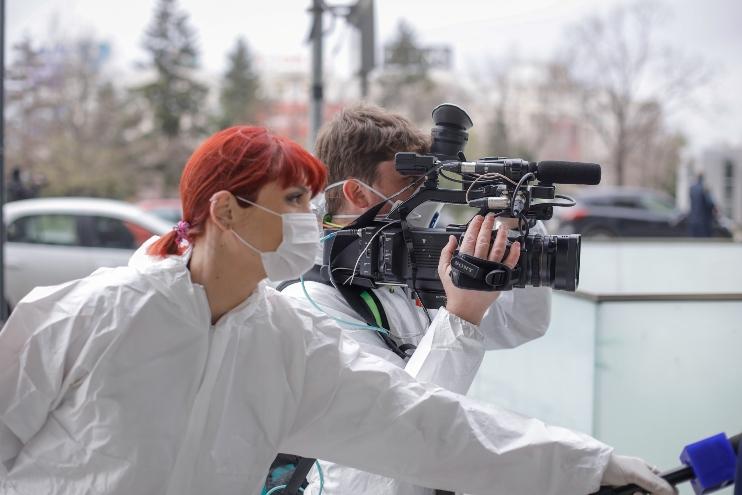 Поради својата професија се особено изложени на вирусот: Повеќе од 600 новинари во светот починаа од Ковид-19