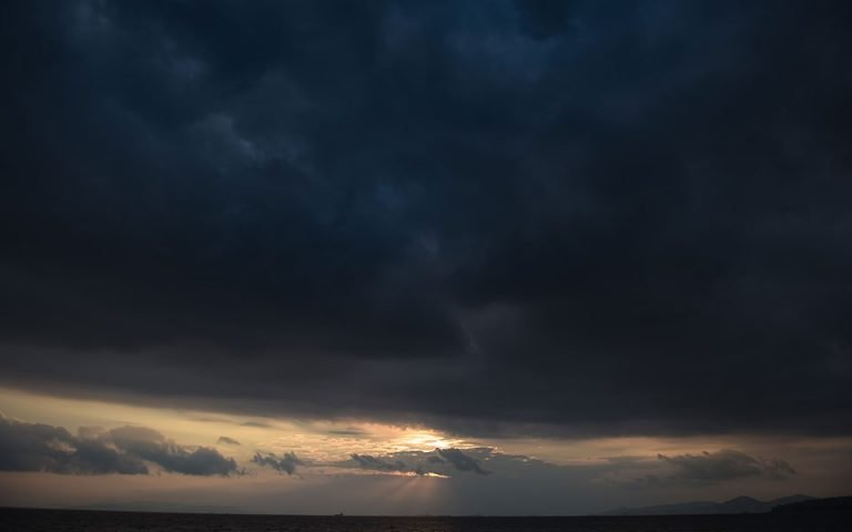 Денеска облачно и ветровито