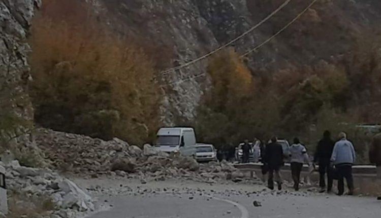 Во прекин сообраќајот кај Калиманци поради одрон