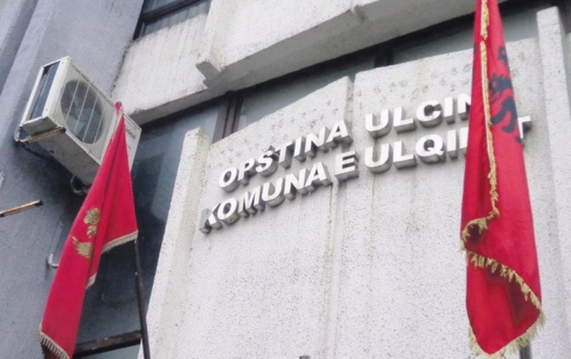 Приведен претседателот на општина Улцињ поради партиски вработувања