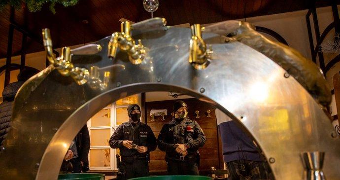 Чесите ги отворија кафеаните во знак на протест поради ограничувањата