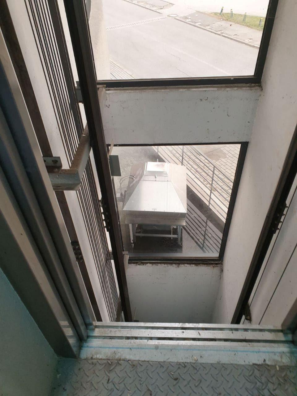 АДСДП: Вандали го отворија расипаниот лифт, повторно е затворен и означен
