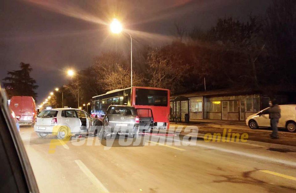 Нема повредени патници на ЈСП во сообраќајката во Автокоманда