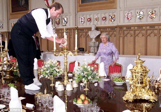 """Вработен во Бакингамската палата крадел вредни предмети и ги продавал на """"eBay"""""""