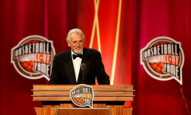 Почина Пол Вестфал, легендарниот американски кошаркар и тренер