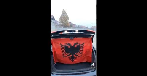 Ќе реагира ли полицијата: На Тик-ток се фали дека има возило со знамето на Албанија на регистарската табличка