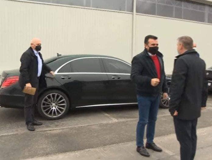 """Сликата на Заев со """"мерцедесот"""" е од вчера во Гевгелија, постот на """"вистинометар"""" е од пред три и пол години"""