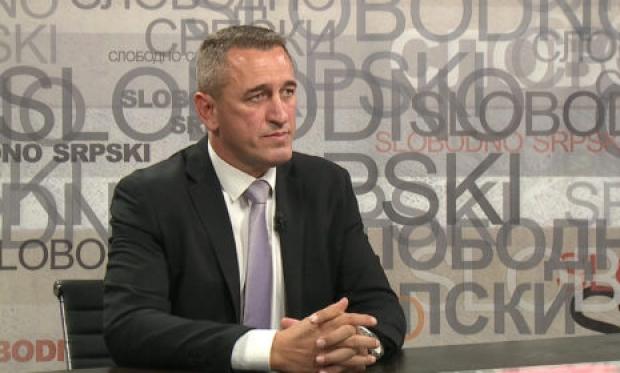 На Косово претепан синот на српскиот политичар, Ненад Рашиќ: 30 лица го нападнале пред училиштето