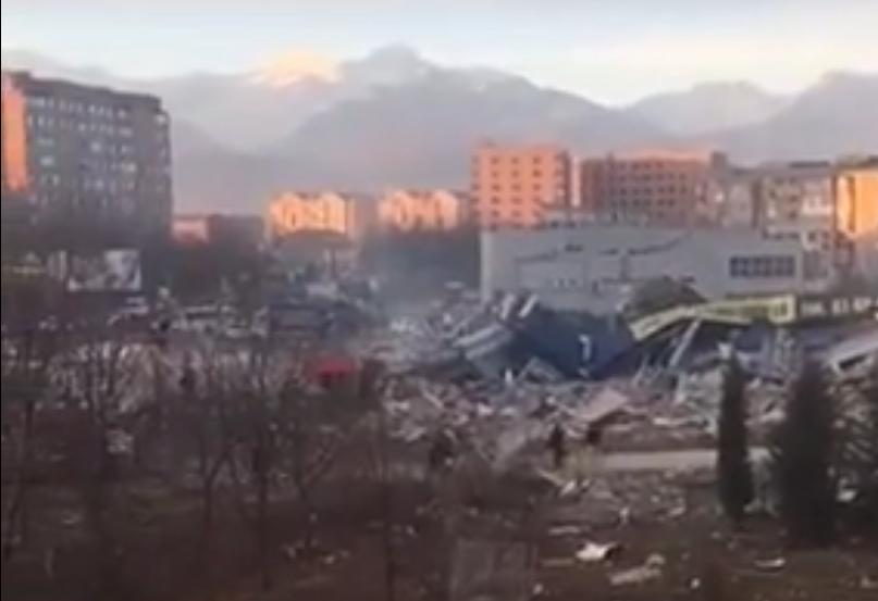 Експлозија во супермаркет во Русија, можни се затрупани под урнатините
