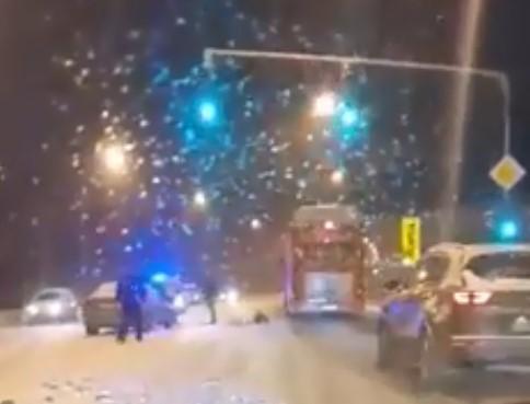 """Снегот на скопскиот булевар """"Борис Трајковски"""" направи хаос"""