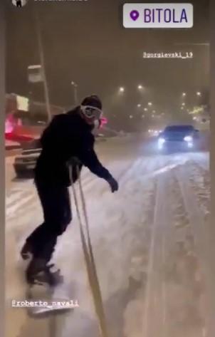 По улиците на Битола слободно може да се скија и да се вози сноуборд