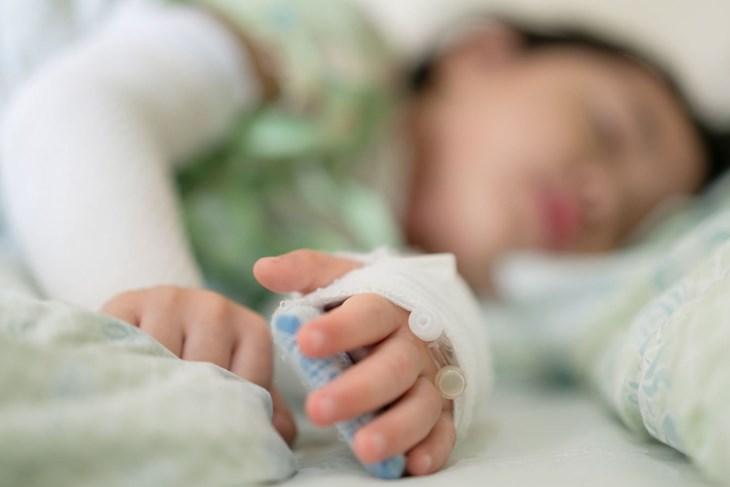 Новороденче заразено од ковид – 137 деца биле хоспитализирани за три недели