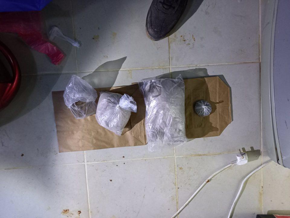 """Двајца штипски дилери приведени во Струмица со марихуана и """"бела прашкаста материја"""""""