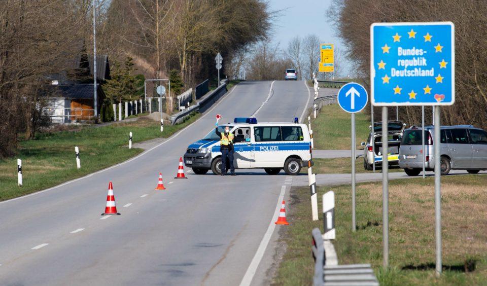 Германија ги затвора границите со Австрија и со Чешка поради мутации на коронавирусот