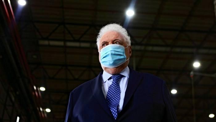 Претседателот побара оставка од министерот за здравство на Аргентина поради вакцинирање преку ред