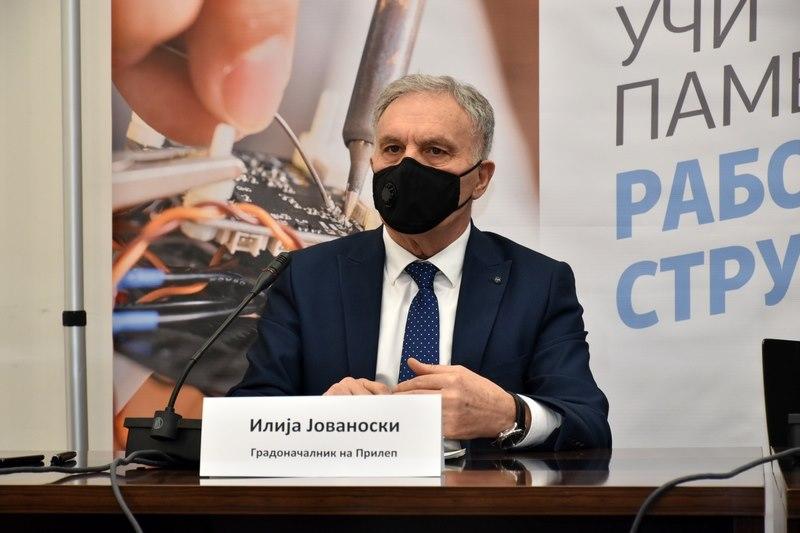 Уште еден градоначалник на СДСМ позитивен на ковид: Јованоски со висока температура и болки во мускулите