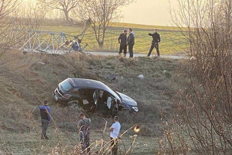 Тројца повредени откако со возило излетале од патот Куманово-Свети Николе