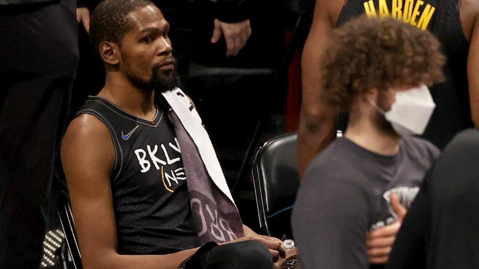 Хаотична ноќ во НБА, Дурант сред натпревар пратен во изолација поради анти-ковид протоколот