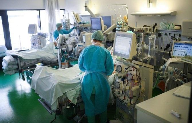 Д-р Вукичевиќ: Постојат индикации дека во Србија ја има бразилската мутација, многумина млади се на респиратор