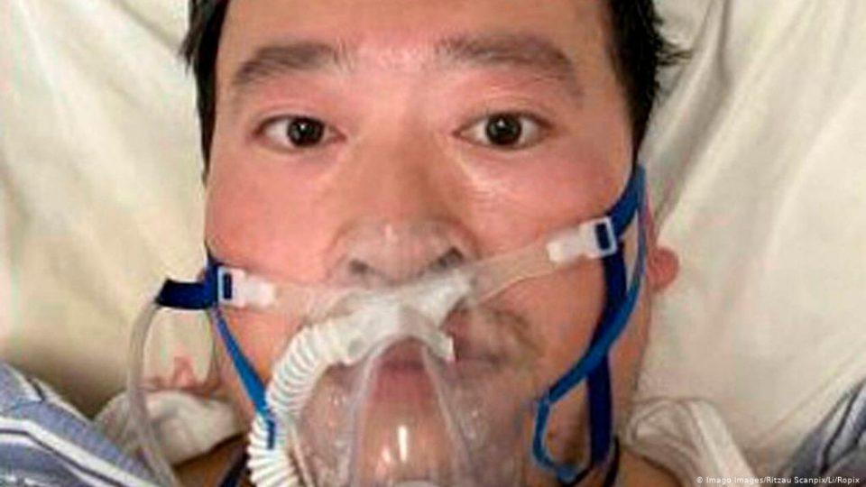 Една година по смртта на лекарот херој од Вухан: Прв предупреди за коронавирусот, подоцна почина од него