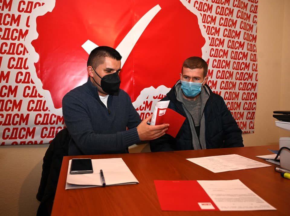 Каква врска има ова со борбата против корупција? Николовски ажурира партиски членства и слави партиски јубилеи