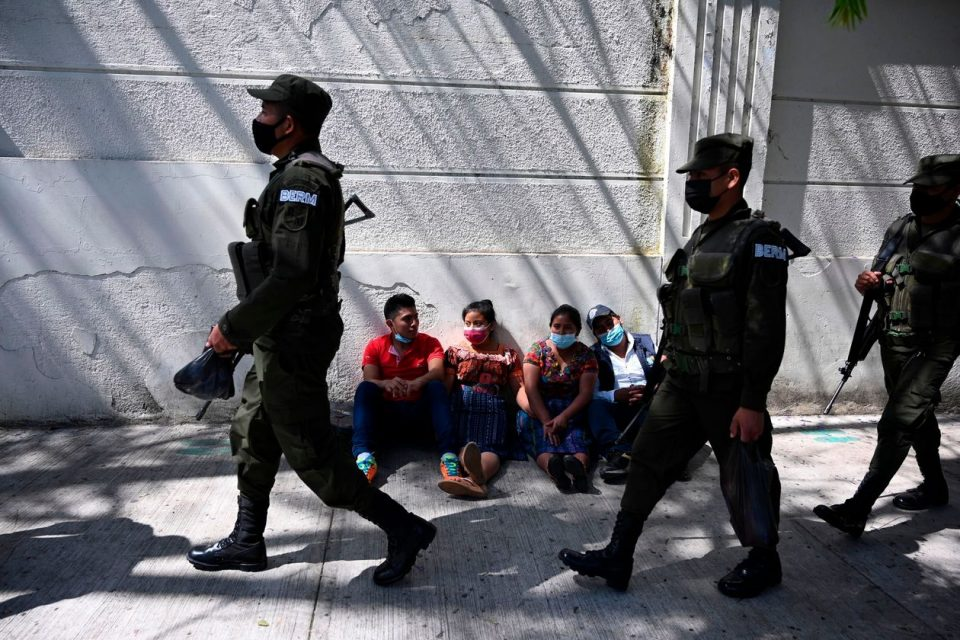 Убивале мигранти на границата со САД: Уапсени 12 полицајци во Мексико