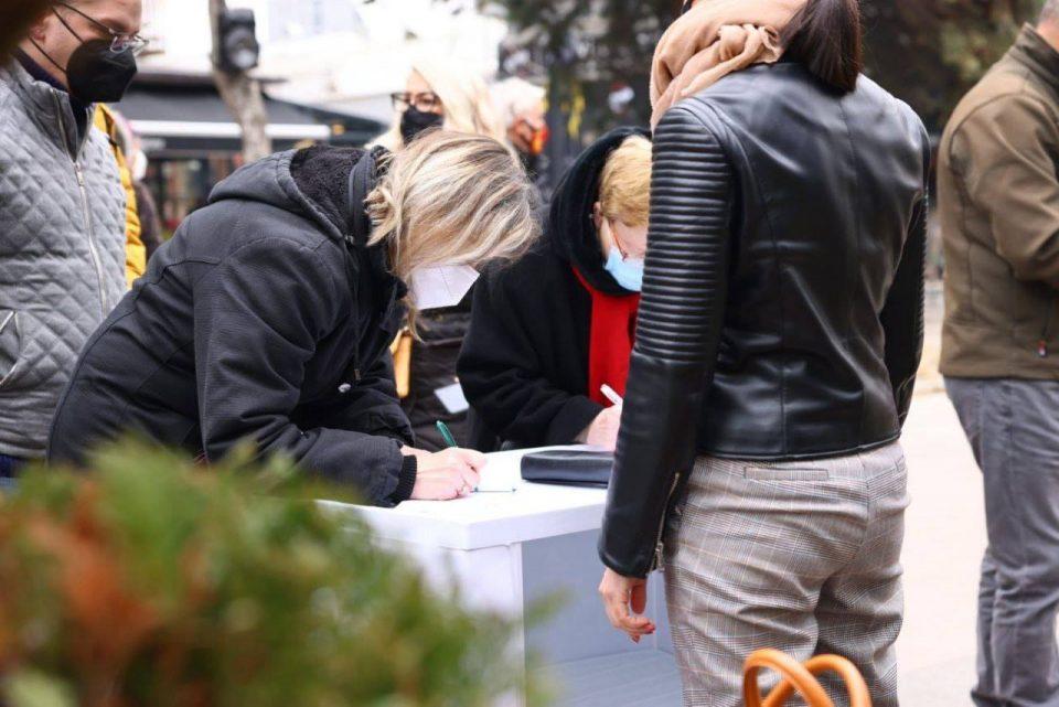 Мисајловски се потпиша за спречување на законот за фингиран попис: Граѓаните нема да отстапат од црвените линии