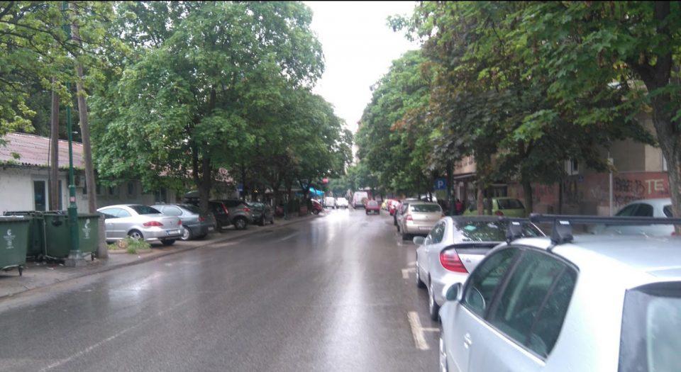 Англиски туристи по грешка прошетале низ дворот на Генералштабот во Скопје