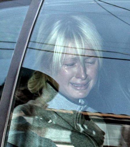 Ја дрогирале и ја гледале гола таму каде што отишла да ѝ помогнат: Трауматичното детство на Парис Хилтон