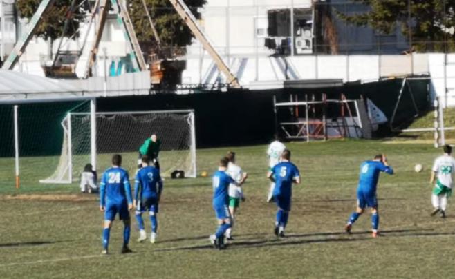 Македонски фудбал: Играч на Пелистер утна пенал, фудбалер на Охрид се фати за глава