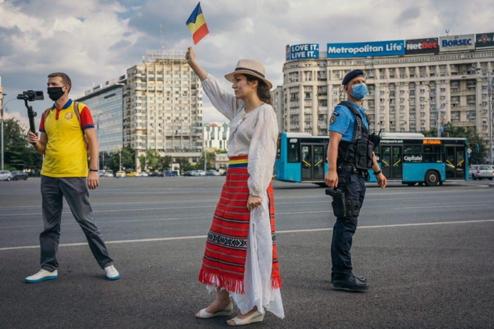 Во Романија изречени затворски казни за поранешна министерка и ќерката на Басеску