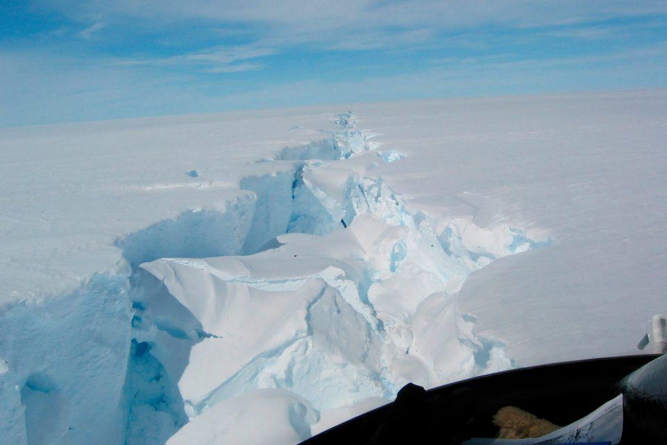 Од Антарктикот се отцепи санта мраз со површина поголема од Лондон