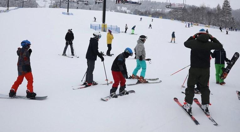 Полска ги олабави мерките, граѓаните навалија кон скијачките центри и морските одморалишта