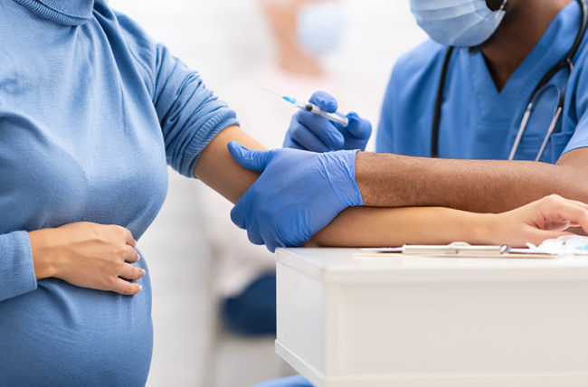 "Од денес руската вакцина против Ковид-19 ""Спутник V"" одобрена и за бремени жени"