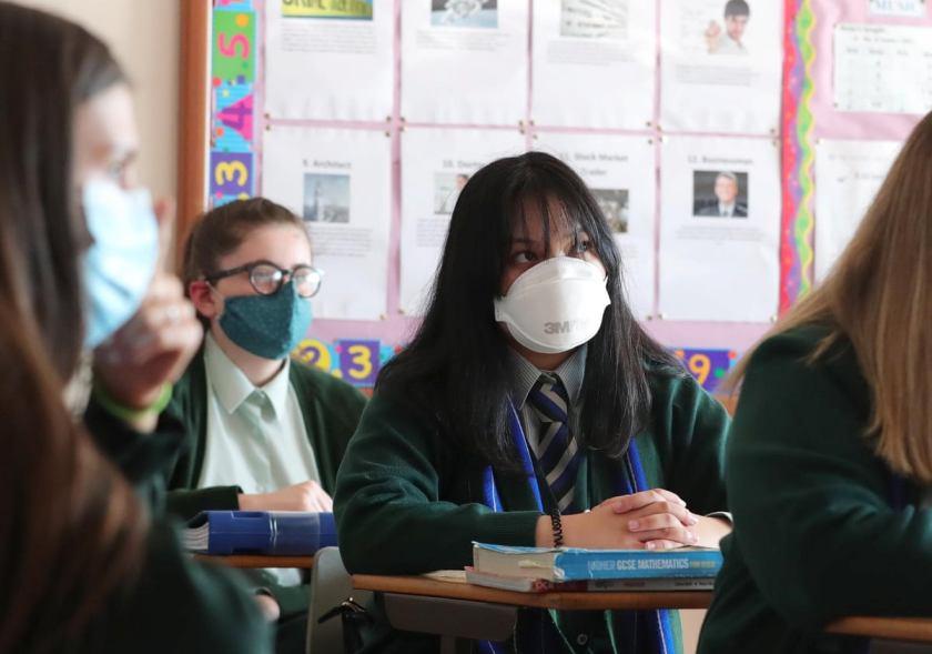 Велика Британија ги отвора училиштата на 8 март: План за укинување на ограничувањата