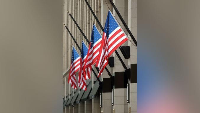 Знамињата во САД пет дена ќе бидат на половина копје