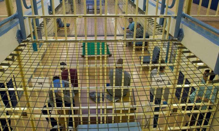 Затворениците во британските затвори покосени од Ковид-19