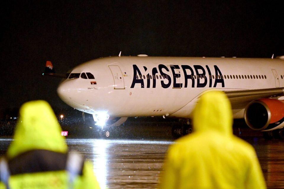 """Авионот на """"Ер Србија"""" долета од Москва со 100.000 дози на """"Спутник В"""""""