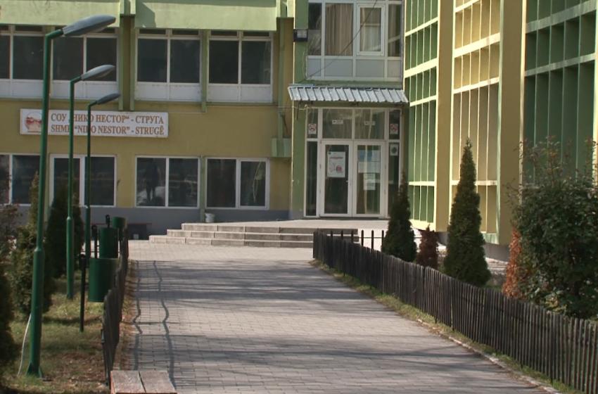 Девојка со нож нападнала соученик во средно училиште во Струга