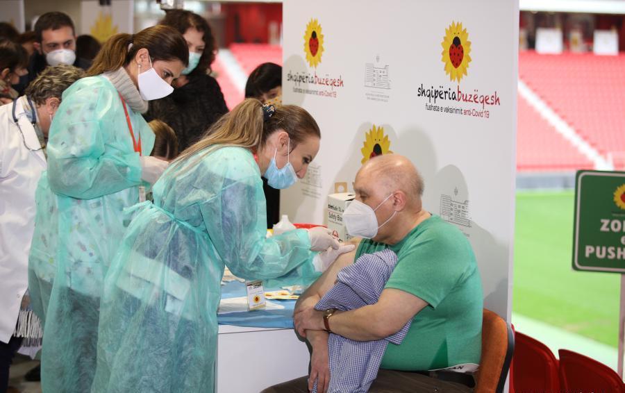 Во Албанија веќе се вакцинирани над 250 илјади луѓе