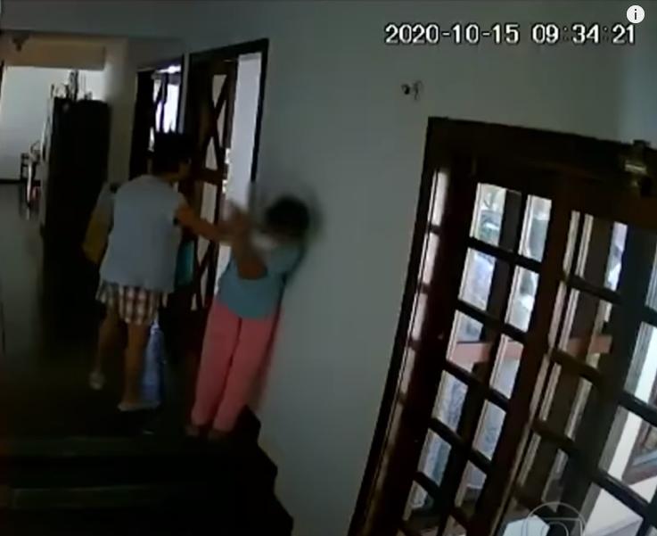 Амбасадорка ја тепала својата помношничка во резиденцијата