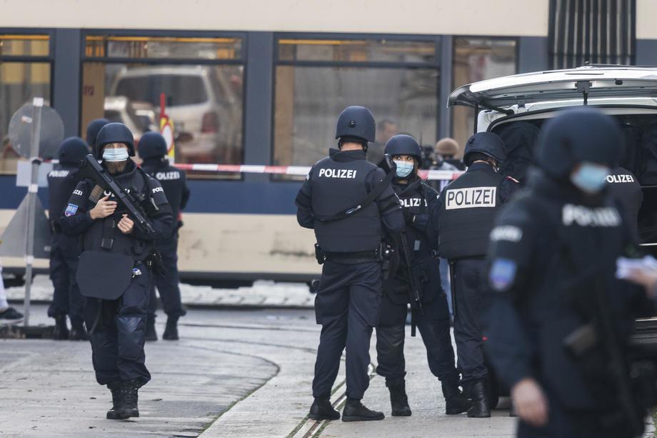 Внимавајте ако патувате: Aвстрија ги засили границите при влез