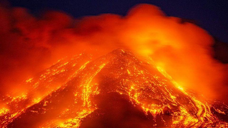 Нова 10-та спектакуларна ерупација на Етна