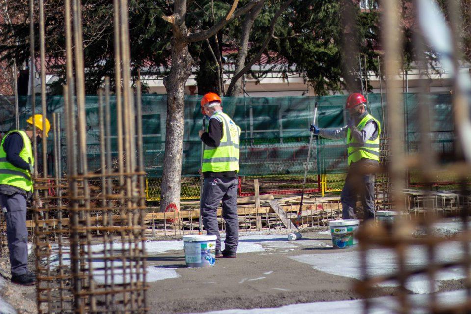 Повреден работник на зграда во Скопје